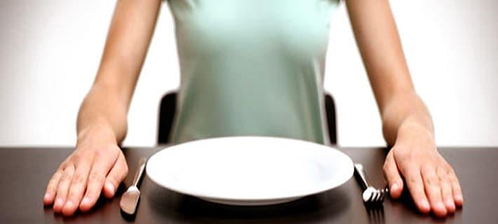 Как быстро похудеть: чем опасны низкокалорийные диеты и голодание